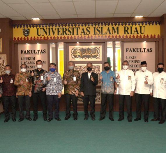 Penandatanganan MoU Bank Riau Kepri dengan Universitas Islam Riau
